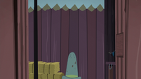 Gate opens to reveal Big Daddy McColt's hat S5E23
