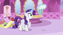 Rarity opening saddlebag S2E23