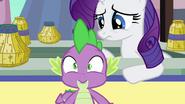 S03E02 Spike zastanawia się co robi Twilight