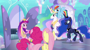 S06E01 Księżniczki opuszczają pokój