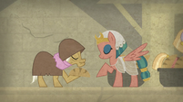 Somnambula and elderly mare bow to each other S7E18