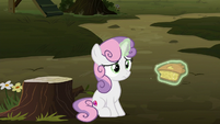 Sweetie Belle levitating a slice of pie S8E10