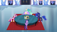 Twilight and princesses around a table S4E25