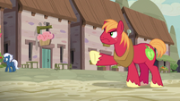 Big McIntosh in position to stop Scootaloo S7E8