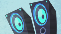 DJ Pon-3's pulsating speakers S5E9