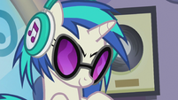 DJ Pon-3 looking slyly at Octavia S5E9