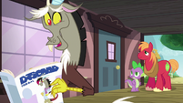 Discord pretends to read a magazine S6E17