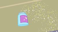 Glitter container sails through the air EG3