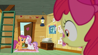 Scootaloo and Sweetie Belle about to leave the clubhouse S6E4