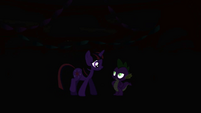 Twilight and Spike in the dark S1E01