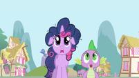 Twilight and Spike shocked S1E1