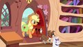 Applejack arrives with Winona S03E11.png