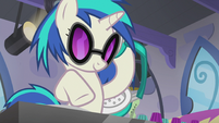 DJ Pon-3 gauging Octavia's reaction S5E9