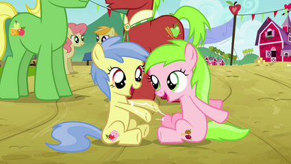 Fillies playing with each other S3E8