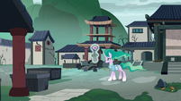 Mistmane returning to the village square S7E16