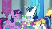 Spike smiles at his 'brother' and 'sister' S9E4