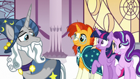 Star Swirl the Bearded pointing at Twilight S7E26