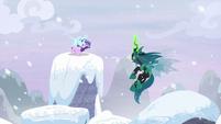 Starlight appears on third snowy pillar S9E24