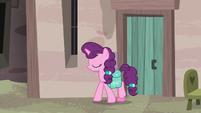 Sugar Belle leaving her village house S7E8