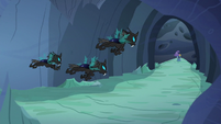 Changeling patrol closes in on Trixie S6E26