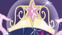 Crown sparkling on Twilight's head EG