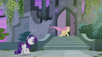 Fluttershy and Rarity enter castle S4E03