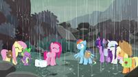 Rain starts falling on Mane Seven S8E25