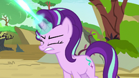 Starlight Glimmer firing magic at Pharynx S7E17