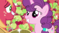 Sugar Belle giving Big Mac a pretty smile S7E8