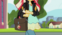 Sunset Shimmer walking with a bag EGS3
