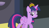 Twilight walking uneasily S4E24