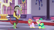 Discord apologizing to Tree Hugger S5E7