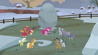 Pinkie Pie starts the flag-finding game S5E20