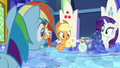Rainbow Dash looking at image of Netitus S7E25.png