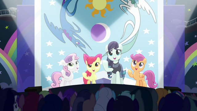 """File:Rara and CMC sing """"our flag does wave from high above"""" S5E24.png"""