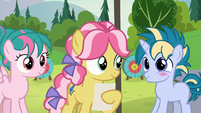 Skeedaddle blushing at Kettle Corn S7E21