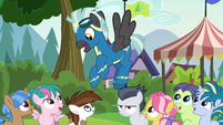 Thunderlane telling the foals to have fun S7E21