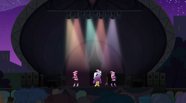 File:Trixie and the Illusions performing Tricks Up My Sleeve EG2.png