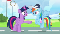 Twilight Sparkle --not focused on her own flying-- S6E24