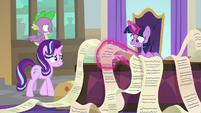 Twilight goes back to her long checklists S9E1
