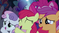 Cutie Mark Crusaders cheer for Rara S5E24