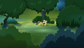 Daring Do sneaking through the forest S4E04.png