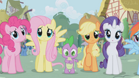 Fluttershy looking at twilight S01E02