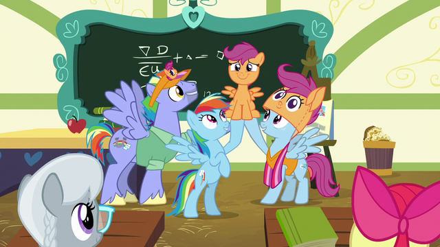 File:Rainbow and parents chanting Scootaloo's name S7E7.png