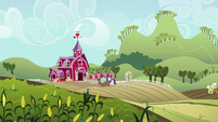 Rarity and Yona going to Sweet Apple Acres S9E7