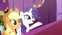 Rarity presenting Starstreak's designs S7E9