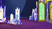 Trixie sees Starlight leave the throne room S7E2