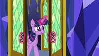 Twilight entering the castle throne room S8E23