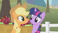 Applejack excited S1E3.png