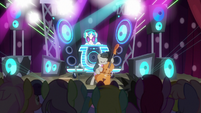 DJ Pon-3 and Octavia putting on concert S9E20